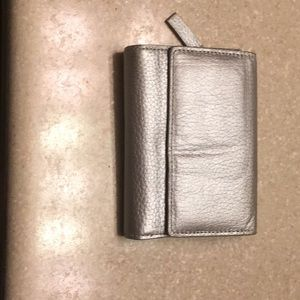 Silver trifold walled